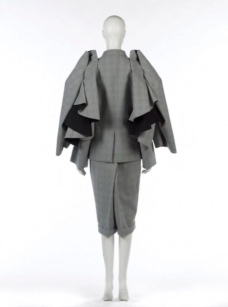 Comme des Garçons, Tailleur bermuda, Prêt à porter, Automne- Hiver 2013 -14 Comme des Garçons, Suit Bermuda shorts, Ready to wear, Fall - Winter 2013-14