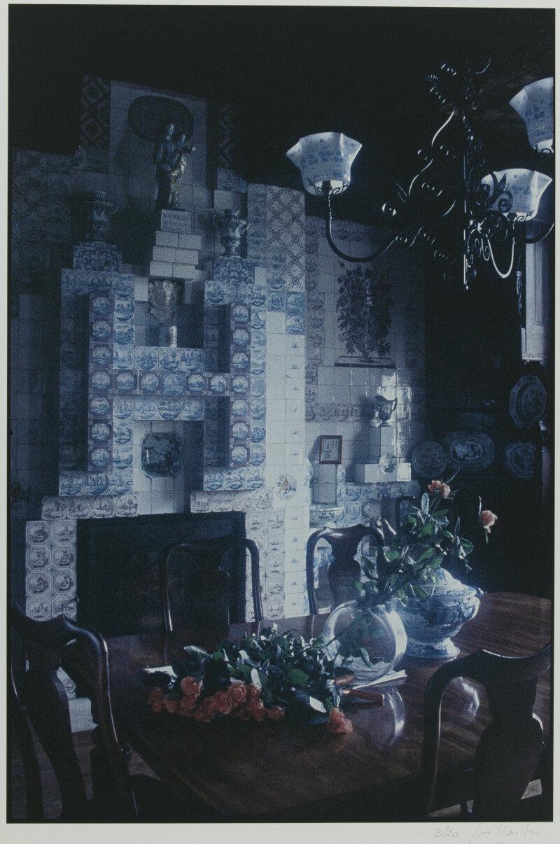 Joël Laiter (né en 1946). La salle à manger de Hauteville House avec la cheminée. Hauteville House, Guernesey (Royaume-Uni). Tirage numérique à impression jet d'encres pigmentées sur papier neutre, 2001. Paris, Maison de Victor Hugo.
