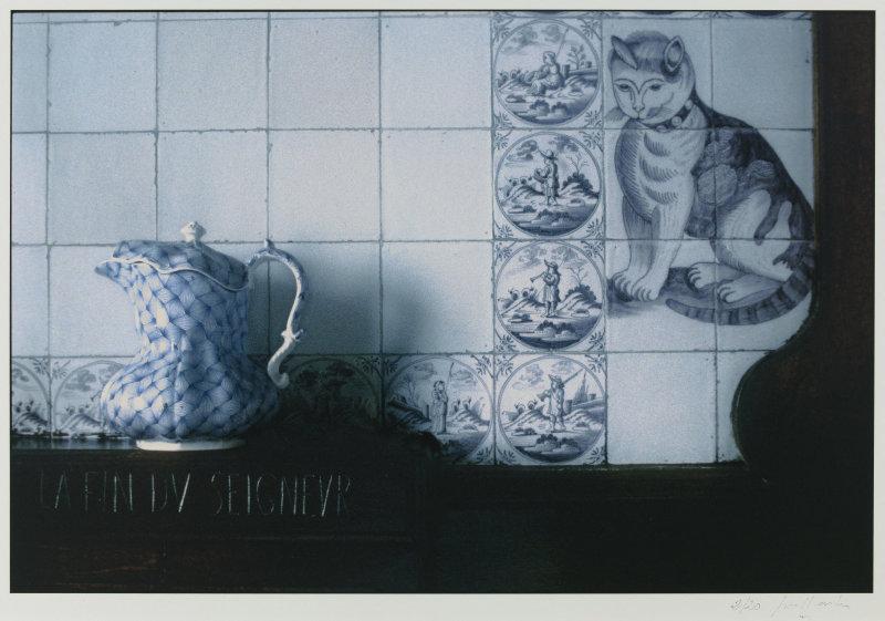 Joël Laiter (né en 1946). La salle à manger de Hauteville House, avec le chat en faïence. Hauteville House, Guernesey (Royaume-Uni). Tirage numérique à impression jet d'encres pigmentées sur papier neutre, 2001. Paris, Maison de Victor Hugo.