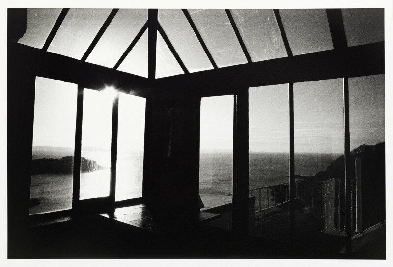 Le look-out. Photographie de Kavidij Sluban (né en 1963). Tirage gélatino-argentique développé. Hauteville House Guernesey, 2013. Paris, Maison de Victor Hugo.