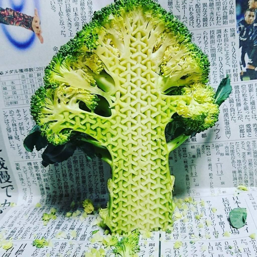 Sculptures sur légumes et fruits © Gaku