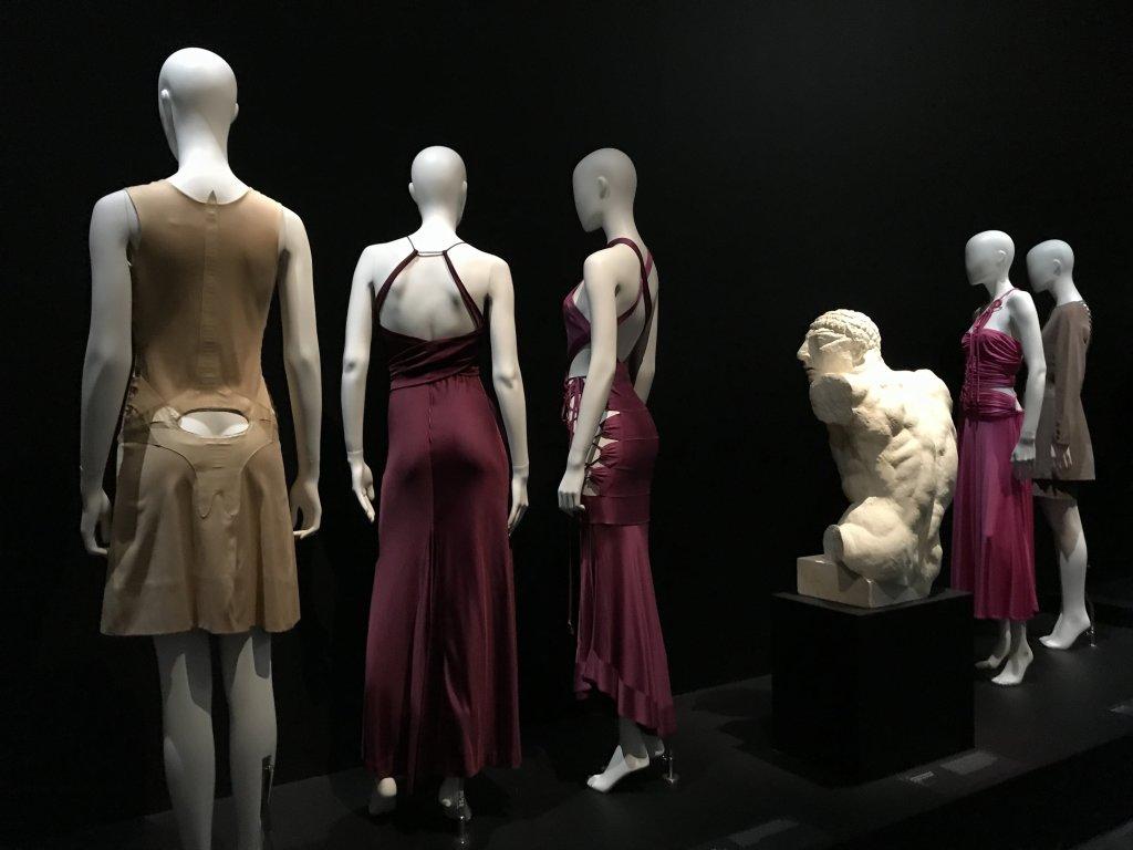 Vue de l'exposition Back Side, Dos à la Mode au Musée Bourdelle à Paris (1)