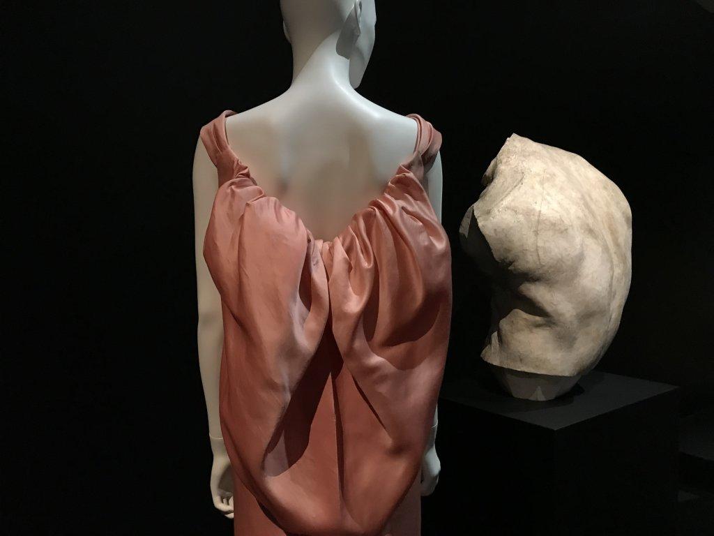 Vue de l'exposition Back Side, Dos à la Mode au Musée Bourdelle à Paris (11)