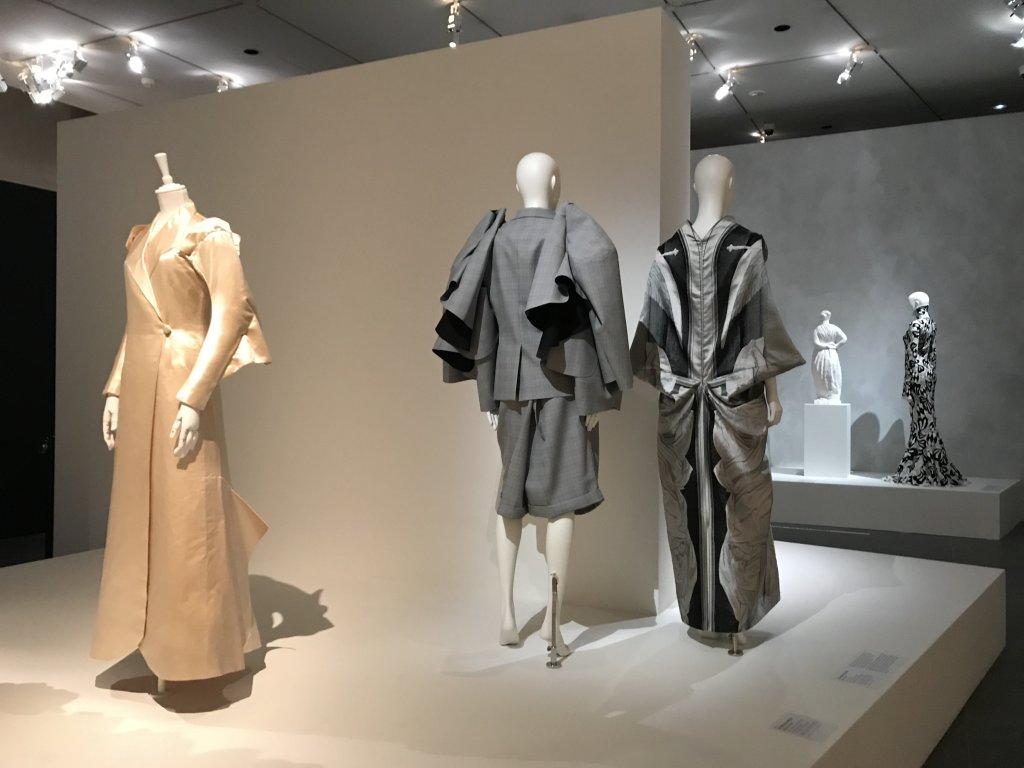 Vue de l'exposition Back Side, Dos à la Mode au Musée Bourdelle à Paris (13)