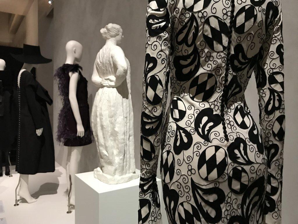 Vue de l'exposition Back Side, Dos à la Mode au Musée Bourdelle à Paris (14)