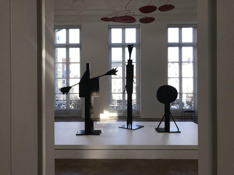 Vue de l'exposition Calder-Picasso, Musée Picasso, Paris (99)