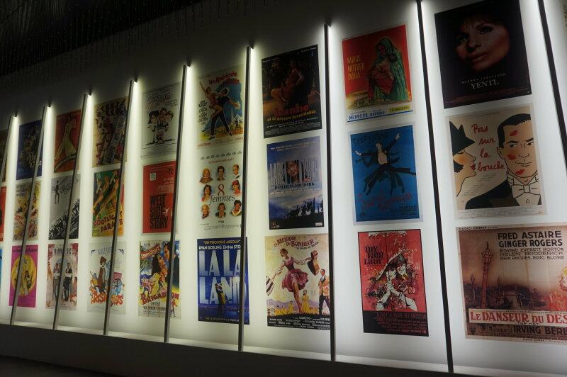 Vue de l'exposition Comédies Musicales (c) Arts in the city (2)