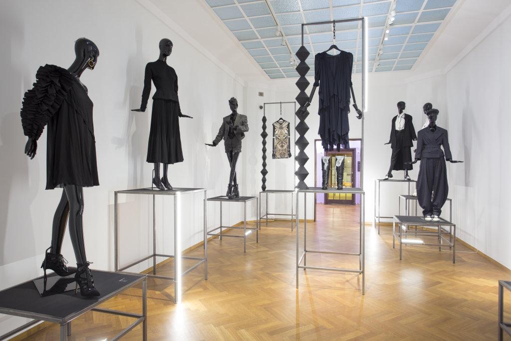 Vue de l'exposition Femmes Fatales - Gemeentemuseum La Haye (10)