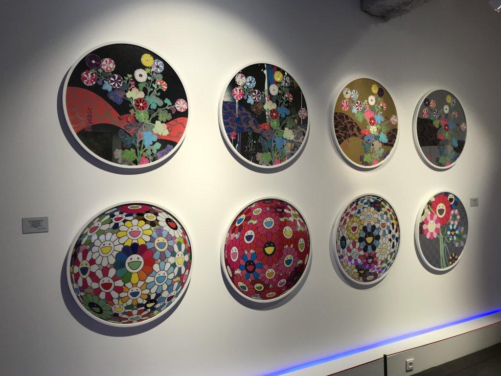 Vue de l'exposition Monstres, mangas et Murakami, Musée en herbe, Paris (76)