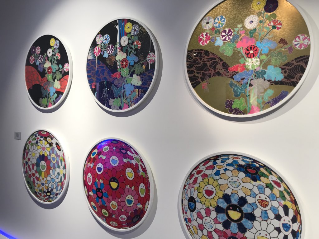 Vue de l'exposition Monstres, mangas et Murakami, Musée en herbe, Paris (87)