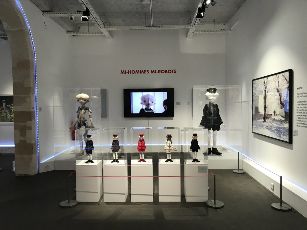 Vue de l'exposition Monstres, mangas et Murakami, Musée en herbe, Paris (89)