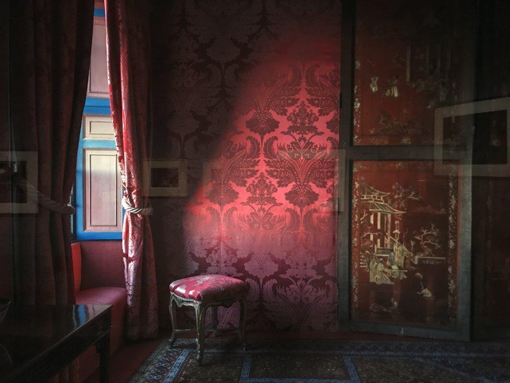 Vue de l'exposition - Portrait d'une maison - Maison de Victor Hugo - Paris (18)