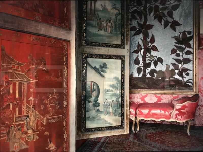 Vue de l'exposition - Portrait d'une maison - Maison de Victor Hugo - Paris (19)