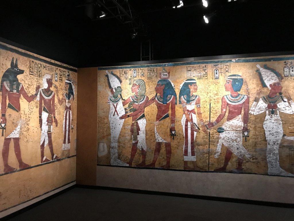 Vue de l'exposition Toutankhamon, la Grande Halle de la Villette, Paris