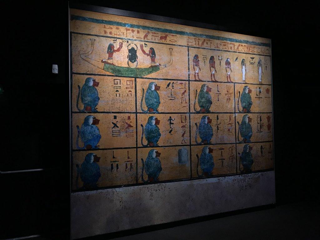Vue de l'exposition Toutankhamon, la Grande Halle de la Villette, Paris (65)