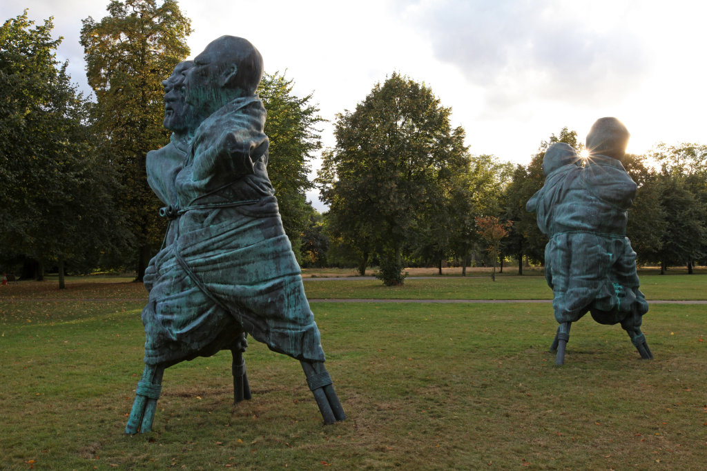 Thomas Schütte, United enemies serpentine, 2012