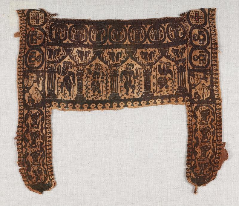 Lin et laineChaîne: 37,5 cm, trame: 36 cm Égypte, 5e-6esiècles Don de Maria Luise Fill et Robert Trevisiol, Coll. Fondation Roi Baudouin