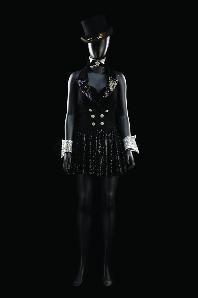 Costume de Frédéric Olivier pour le rôle d'une danseuse dans Follies. Comédie musicale mise en scène par Olivier Bénézech, production de l'Opéra de Toulon, 2013