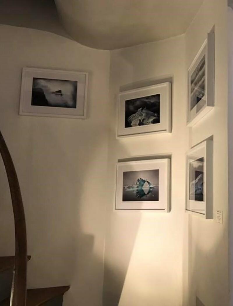 Galerie HEGOA Paris, expo Memoires de Glaces - ecalier petits formats