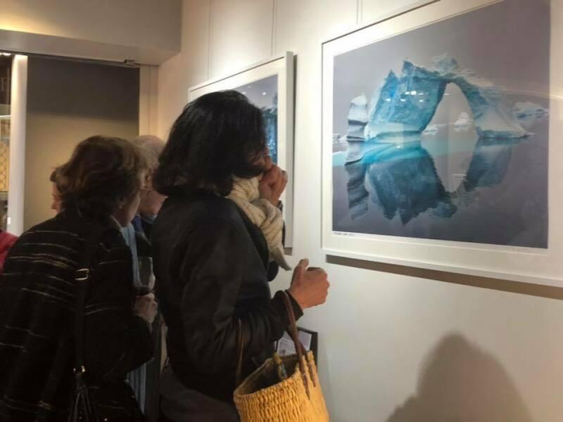Galerie HEGOA Paris, expo Memoires de Glaces étage - visite clients