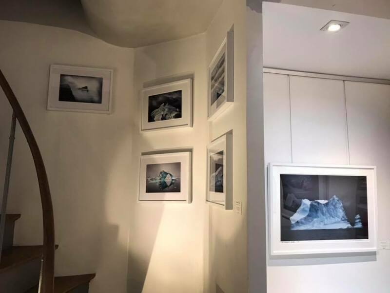 Galerie HEGOA Paris, expo Memoires de Glaces niche et escalier