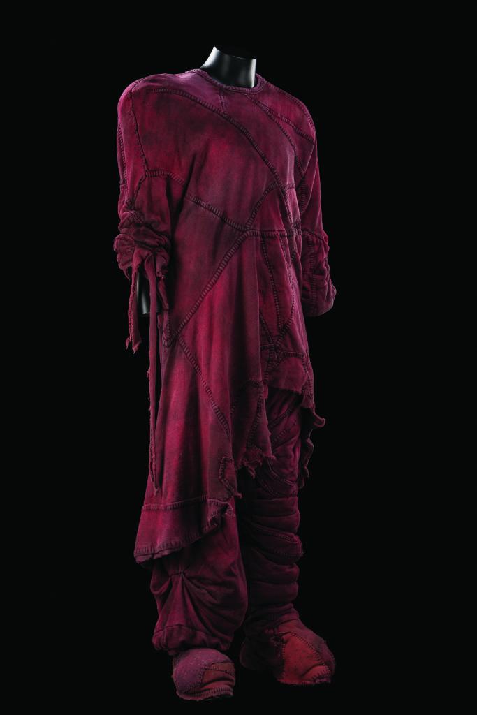 Costume inspiré du travail de Fred Sathal pour la production originale de 1998, pour le rôle de Quasimodo dans Notre-Dame de Paris. Comédie musicale mise en scène par Gilles Maheu, production coréenne, 2015.