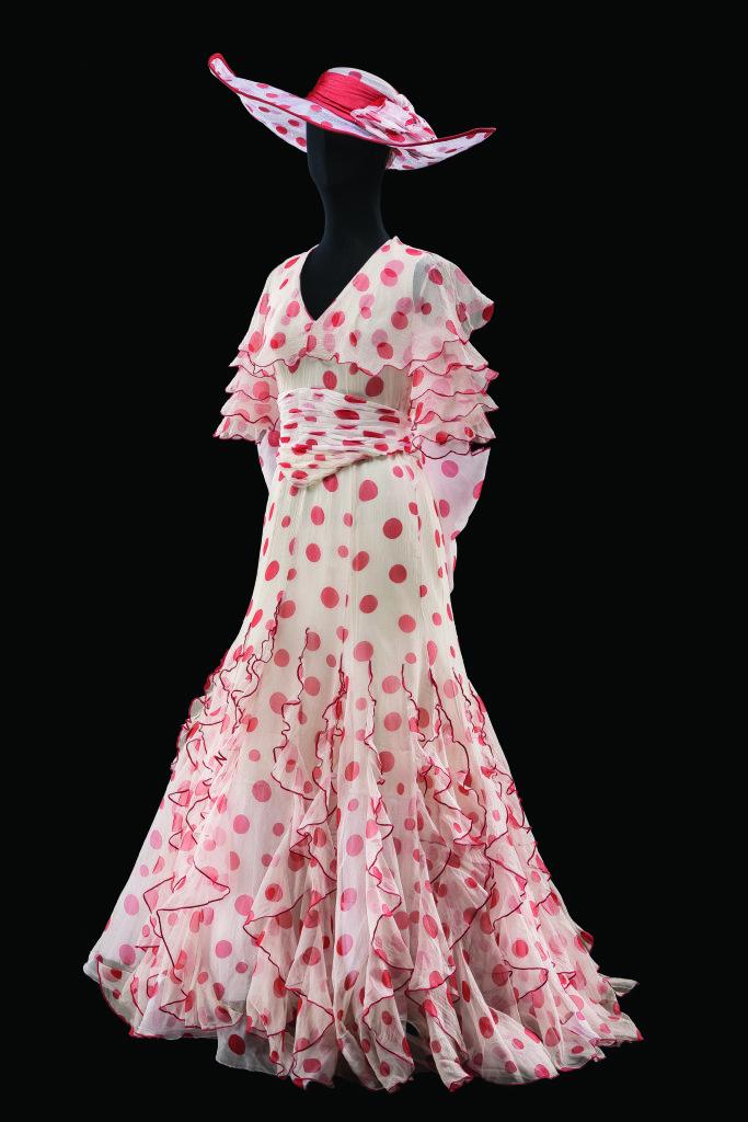 Costume d'Anthony Powell pour le rôle d'Eliza Doolittle dans My Fair Lady. Comédie musicale mise en scène par Robert Carsen, Théâtre du Châtelet, Paris, 2010 - 2013.