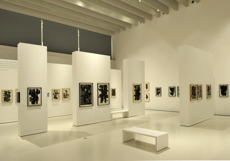 Vue de l'exposition Pierre Soulages, oeuvres sur papier - Musée Soulages, Rodez (1)
