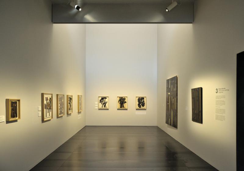Vue de l'exposition Pierre Soulages, oeuvres sur papier - Musée Soulages, Rodez (17)