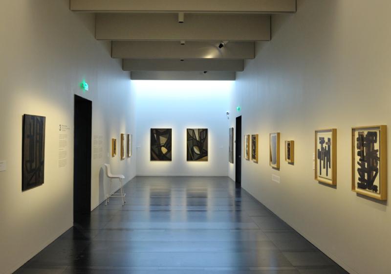 Vue de l'exposition Pierre Soulages, oeuvres sur papier - Musée Soulages, Rodez (19)