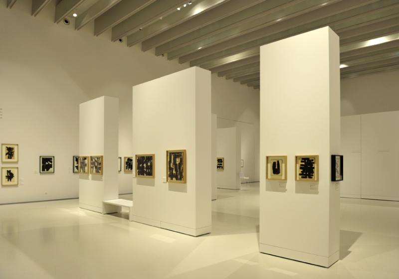Vue de l'exposition Pierre Soulages, oeuvres sur papier - Musée Soulages, Rodez (2)