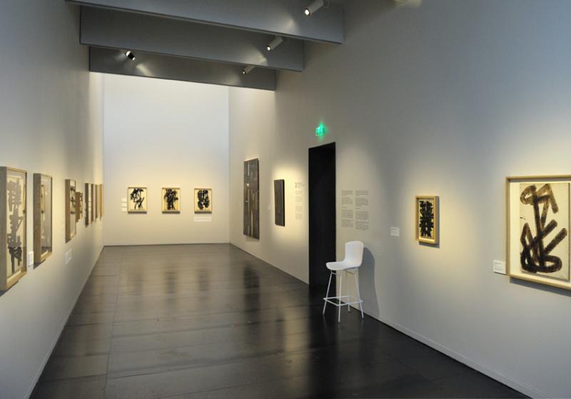 Vue de l'exposition Pierre Soulages, oeuvres sur papier - Musée Soulages, Rodez (21)