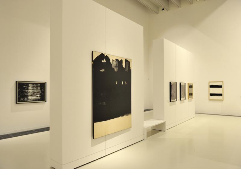 Vue de l'exposition Pierre Soulages, oeuvres sur papier - Musée Soulages, Rodez (26)