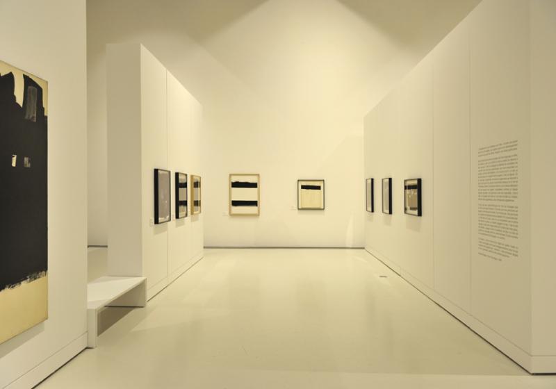 Vue de l'exposition Pierre Soulages, oeuvres sur papier - Musée Soulages, Rodez (27)