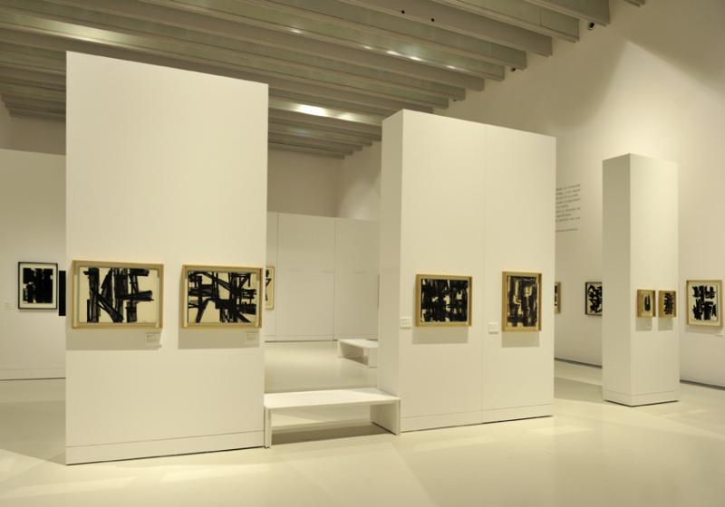 Vue de l'exposition Pierre Soulages, oeuvres sur papier - Musée Soulages, Rodez (30)