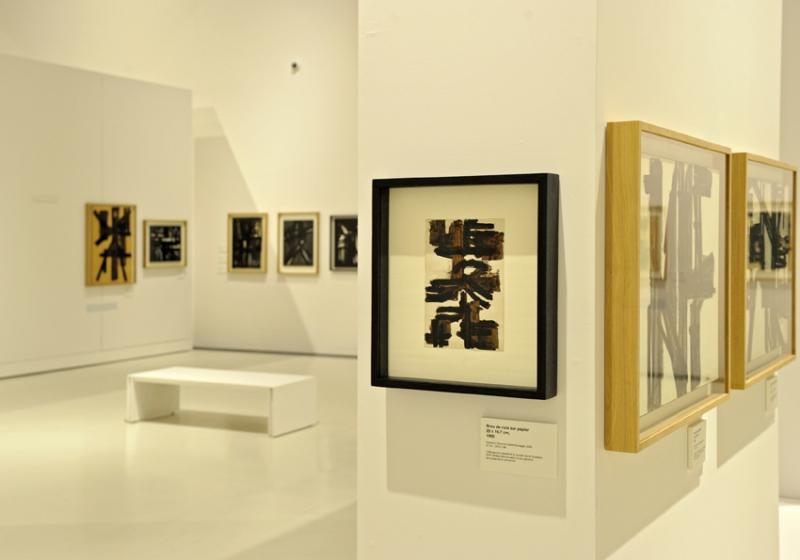 Vue de l'exposition Pierre Soulages, oeuvres sur papier - Musée Soulages, Rodez (31)