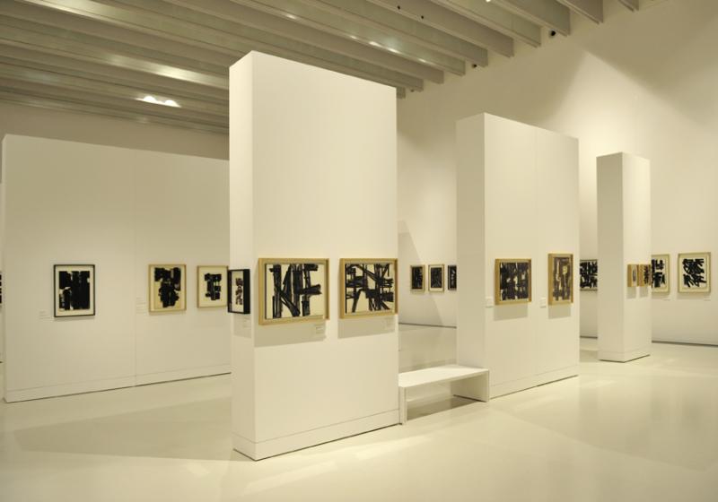 Vue de l'exposition Pierre Soulages, oeuvres sur papier - Musée Soulages, Rodez (5)