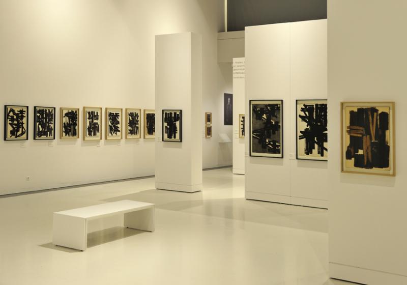 Vue de l'exposition Pierre Soulages, oeuvres sur papier - Musée Soulages, Rodez (7)