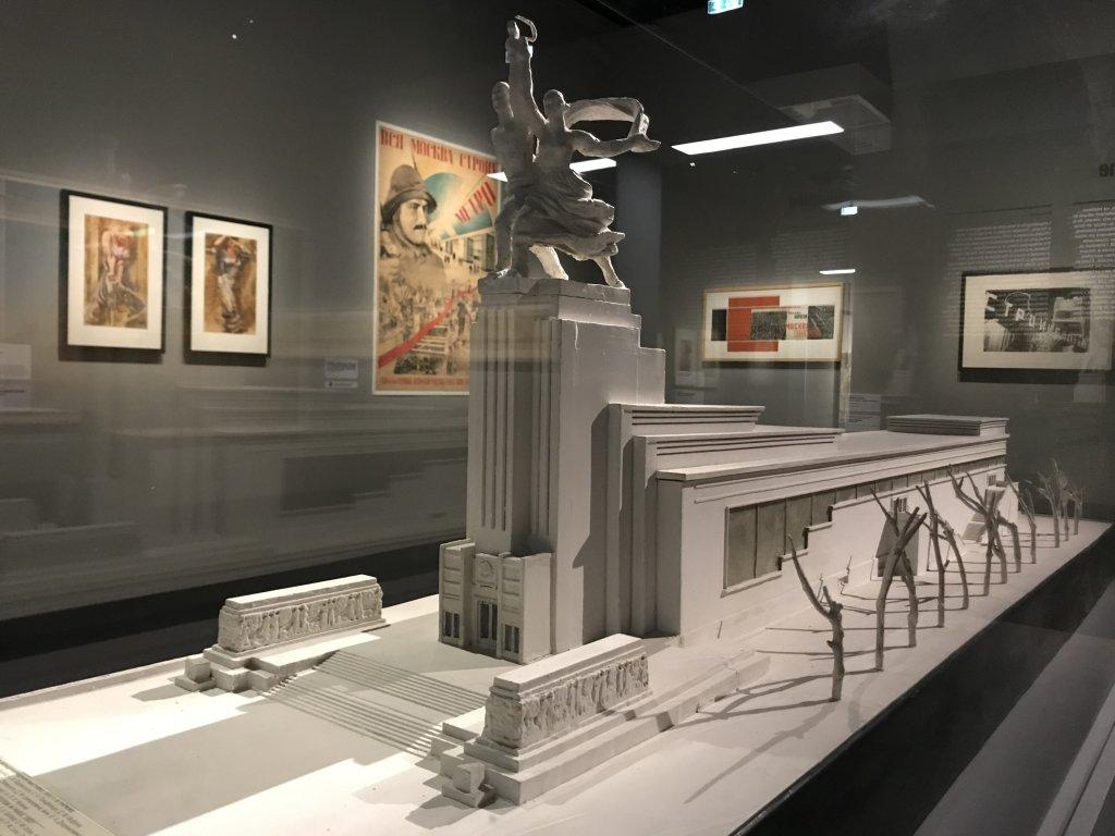 Vue de l'exposition Rouge, Art et utopie au pays des Soviets, Paris (10)